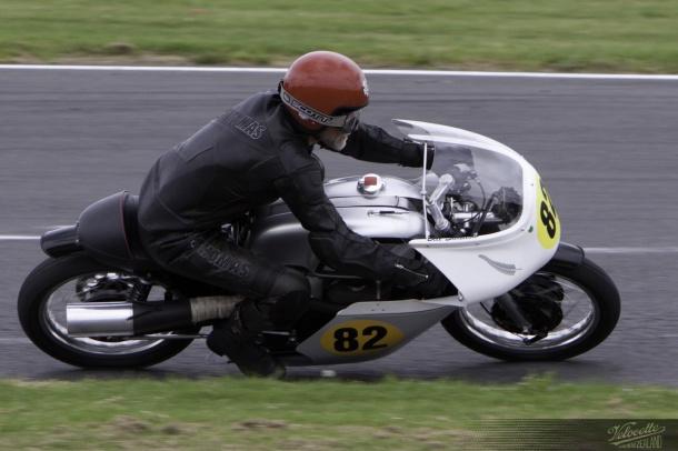 Bill Swallow, Rider 82, 1962 Norton Manx, NZCMRR 2012 Classic Festival, Pukekohe Park Raceway